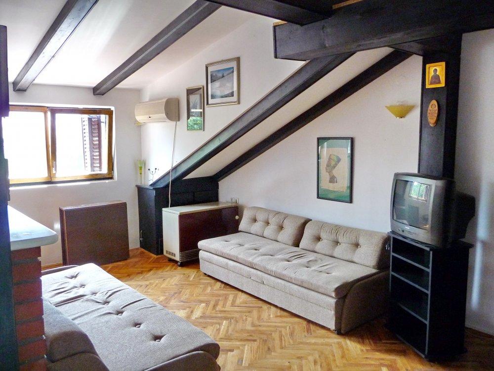 Apartman sa pogledom na park, Ilije Garašanina 32