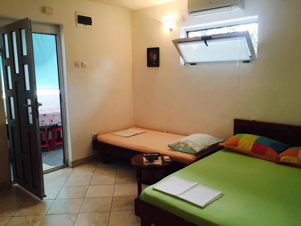 Apartmani Zorica (studio sobe), Pobrdje,  (kod hotela