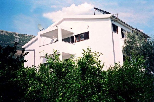 Sutomore Vila Jovanovic apartmani, Cara Lazara bb