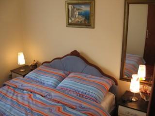 Apartmani smeštaj, Vrnjačka banja, Slatinski venac br. 14/D2 Apartman ORANGE nalazi se u mirnom delu  Vrnjacke Banje punom zelenila. Smesten izmedju hotela Jezero i Slatina  kao i isto