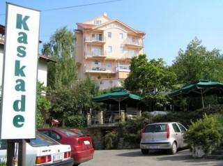 Apartmani smeštaj, Sokobanja, Luksuzna vila u kojoj su smesteni apartmani se nalazi na 200m od centra Sokobanje, na putu za najposecenija banjska izletista: Lepterija, Sokograd i O