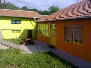 Apartmani smeštaj, Kosovska Mitrovica, P.A.Nesica br 10 preko puta benzinske pumpe NIS do hotela SASA