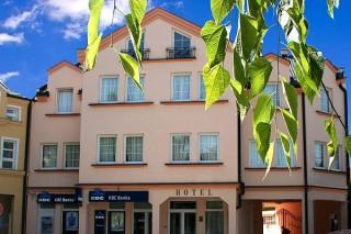 Hoteli smeštaj, Sombor, Garni hotel ANDRIC se nalazi u strogom centru Sombora, starom gradskom jezgru, na Trgu Koste Trifkovica br. 3.