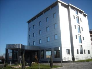 Hoteli smeštaj, Bor, Hotel ALBO se nalazi u Boru, udaljen 240km od Beograda, 80km od Paracina, 130km od Nisa, 30km od Zajecara i 80km od Donjeg Milanovca.