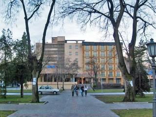 Hoteli smeštaj, Vrbas, Hotel BACKA se nalazi u strogom centru Vrbasa, u ulici Marsala Tita br. 92.