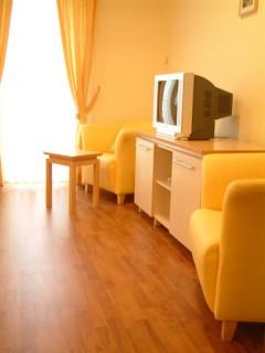 Hoteli smeštaj, Kraljevo, Hotel BELVEDERE se nalazi u Hajduk Veljkovoj ulici br. 85, u samom centru Kraljeva. Udaljen je samo 5 minuta hoda od pesacke zone.