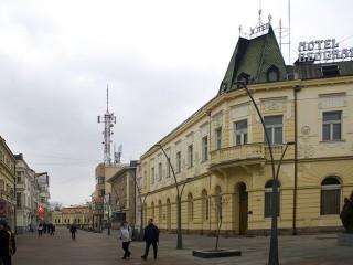 Hoteli smeštaj, Čačak, U samom srcu Čačka na gradskom šetalištu, nalazi se hotel BEOGRAD. Ujedno je i jedan od najstarijih hotela na ovim prostorima.