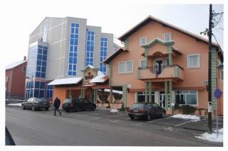 Hoteli smeštaj, Smederevo, Hotel CAR se nalazi u ulici Djure Danicica br. 66 i udaljen je 8km od autoputa E75 (evropskog koridora 10).