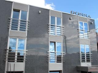 Hoteli smeštaj, Gornji Milanovac, Hotel DONNA se nalazi u centru Gornje Milanovca, u ulici Karadjordjeva br. 46.