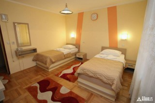 HOTEL EXTRA LION MD, Niš, Nalazi se u istočnom delu  grada Niša na magistralnom putu Niš – Zaječar  4km od centra grada, 600m od istočnog isključenja autoputa Niš – Sofija.