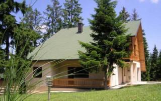 Apartmani smeštaj, Zlatar, Ova lepa, novoizgradjena kuca za odmor se nalazi na planini Zlatar.