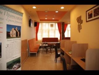 Hoteli smeštaj, Kosovska Mitrovica, Hotel je smesten u samom centru Kosovske Mitrovice, u ulici Cika Jovina br. 3.