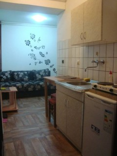 Povoljan privatni smestaj i apartmani u centru Novog Sada, Novi Sad, Radnicka br. 6.