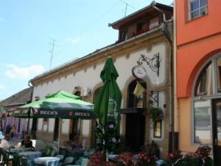 Apartmani smeštaj, Sombor, Objekat se nalazi u strogom centru grada Sombora, u ulici A. Mrazovica br. 2.