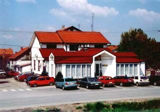 Vile smeštaj, Sremska Mitrovica, Na obali reke Save u lici Stevana Sremca br. 89a se nalazi Vila BELA RUZA.