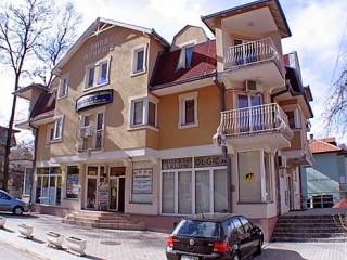 Vile smeštaj, Vrnjačka banja, Smestaj se nalazi u neposrednoj blizini Zelene pijace, Doma zdravlja i Opstine Vrnjacka banja.