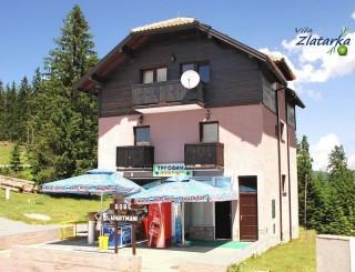 Vile smeštaj, Zlatar, Na pola puta između Hotela Panorama i RH Centra Zlatar, na mestu gde se  odvaja put za vrh Zlatara, nalazi se vila ZLATARKA.